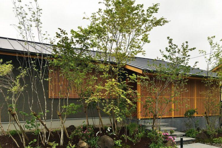 田園風景に囲まれた  旅館のような格子の美しい住まい(福岡県糸島市/平屋)